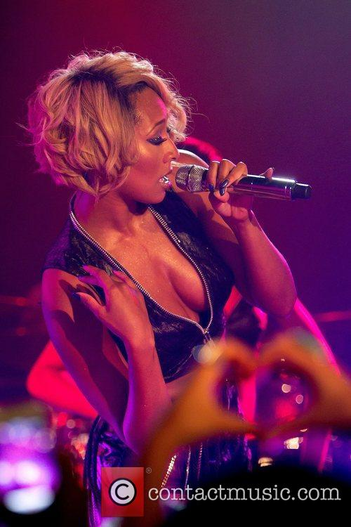 Keri Hilson performing at the Brewhouse Club.