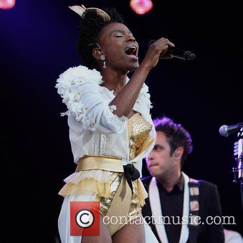 The Noisettes and The Feeling 9
