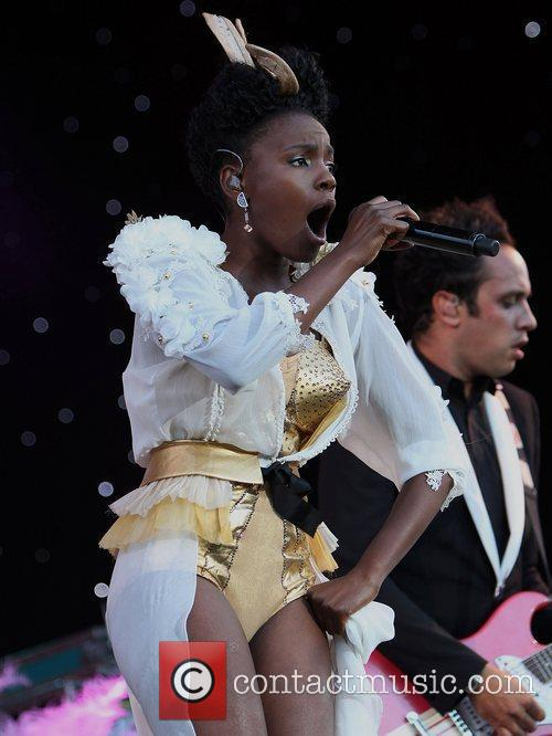 The Noisettes and The Feeling 6