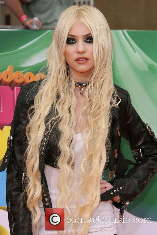 Taylor Momsen Nickelodeon's 2011 Kids Choice Awards held...