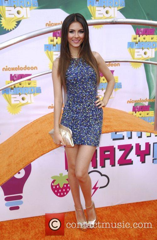 Victoria Justice and Selena Gomez 2