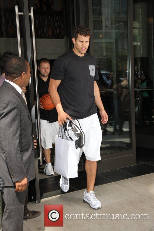 Kris Humphries 4
