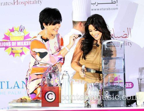 Kim Kardashian, kris jenner and Palms Hotel 8
