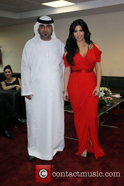 kim kardashian poses with dubai and abu 5739835