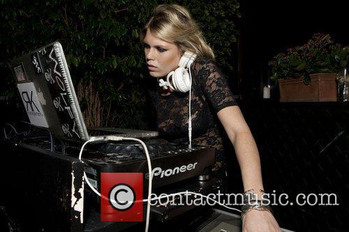 Alexandra Richards (Guest DJ ) Kinder Aggugini +...