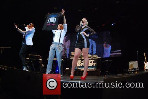 103.5 KISS FM Chicago Fantabuloso Dos Concert 2011...
