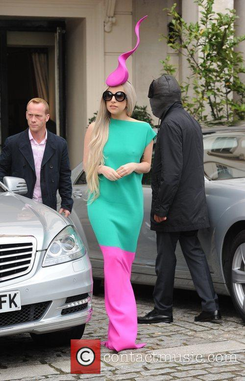 lady gaga leaving her hotel to film 3613214