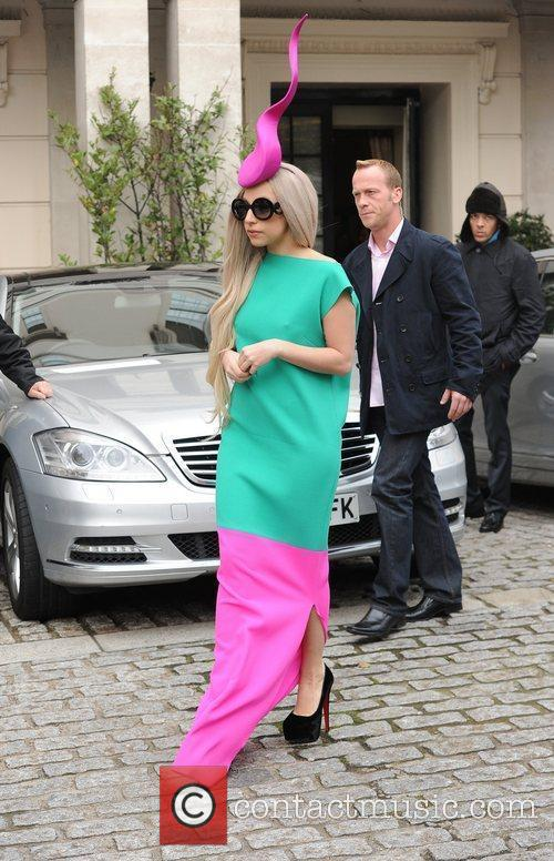 lady gaga leaving her hotel to film 3613218