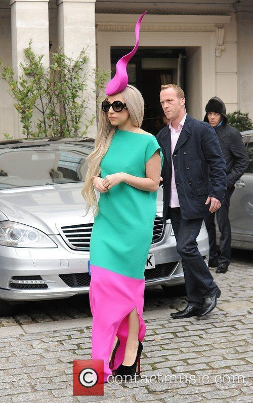 lady gaga leaving her hotel to film 3613878