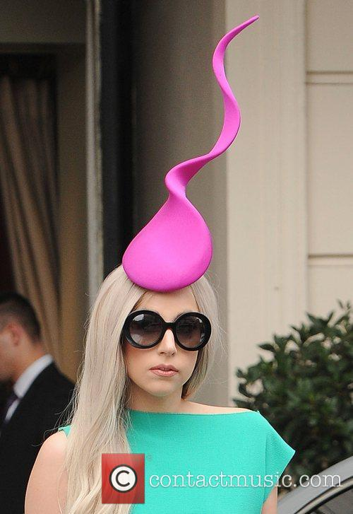 lady gaga leaving her hotel to film 3613891