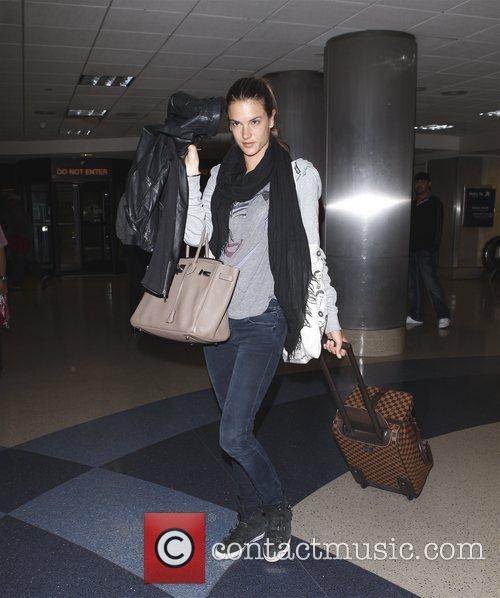 alessandra ambrosio arriving at lax los angeles 3615231