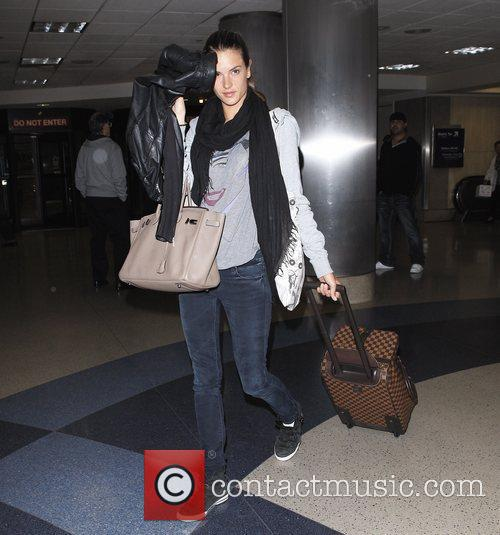 alessandra ambrosio arriving at lax los angeles 3615232