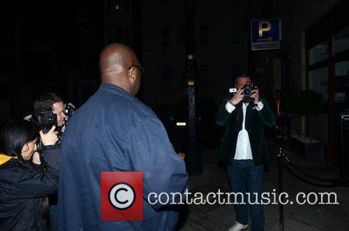 Huey Morgan Borrows A Paps Camera To Get...