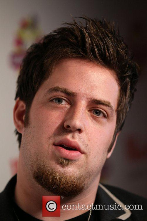 Lee DeWyze interviews and performs live for his...