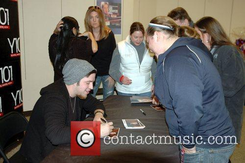 American Idol Winner Lee DeWyze Unplugged Concert at...