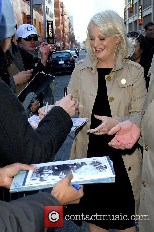 Amy Poehler signing autographs 'The Late Show with...