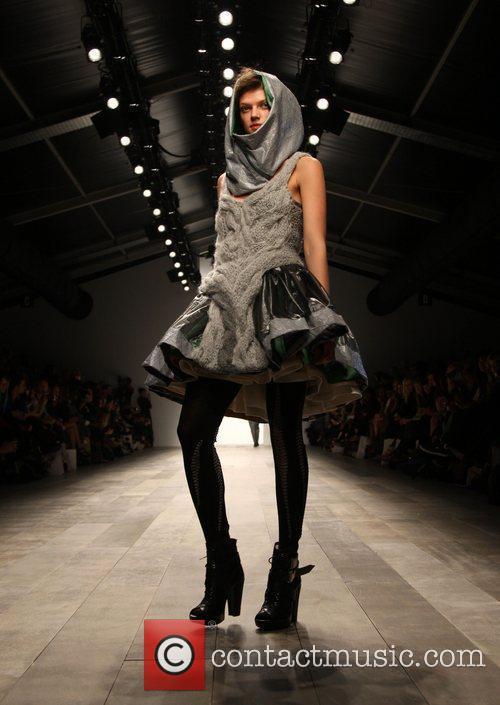 Model London Fashion Week A/W 2011 - Bora...