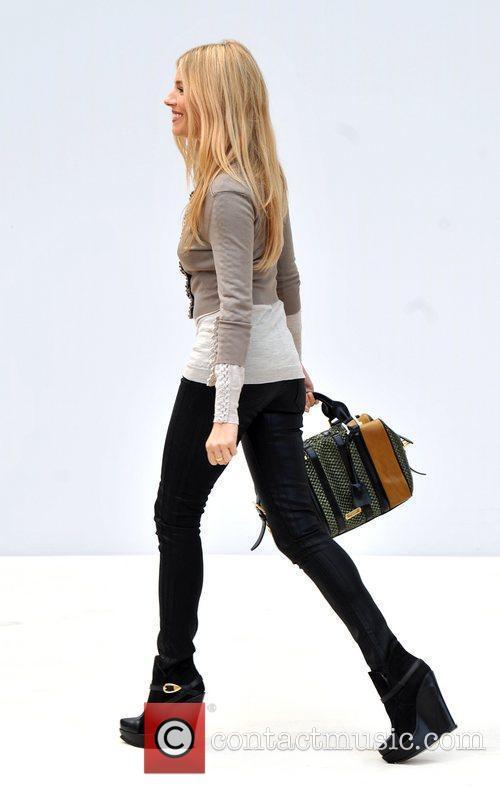 Sienna Miller and London Fashion Week 6