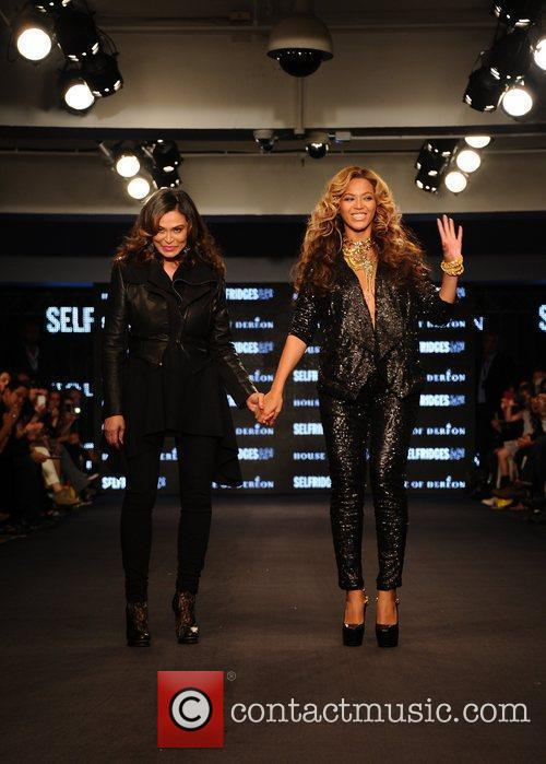 Tina Knowles, Beyonce Knowles and London Fashion Week 18