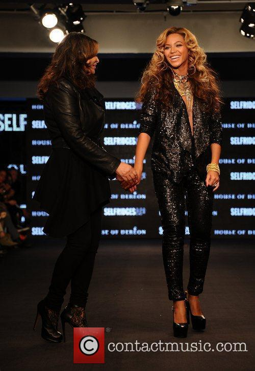 Tina Knowles, Beyonce Knowles and London Fashion Week 17