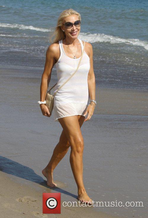 Linda Thompson takes a walk along Malibu beach...