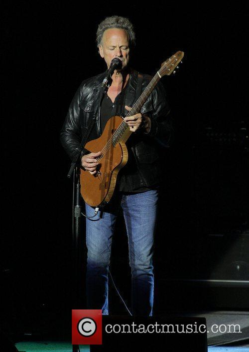 Lindsey Buckingham performing live