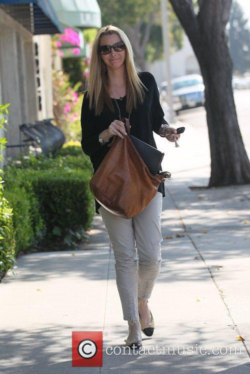 Lisa Kudrow out going to a hair salon...