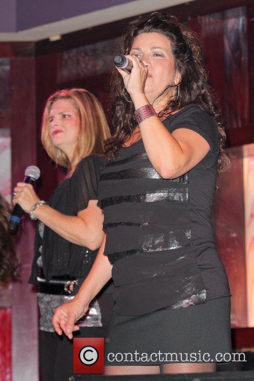 jea te jurado saturday 13th august 2011 expose perform during the 80