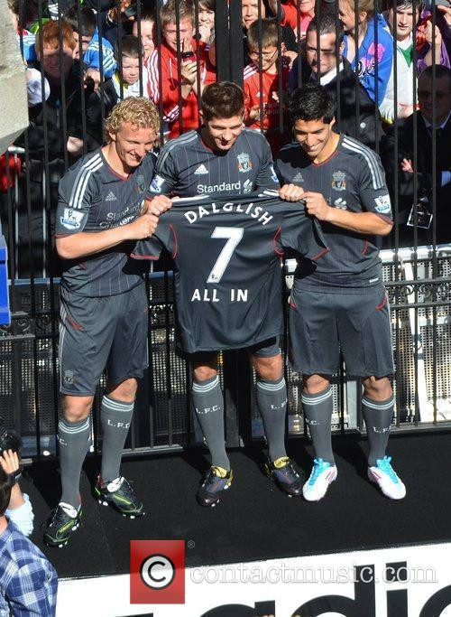 Liverpool FC players Steven Gerrard, Dirk Kuyt, and...