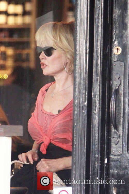 Lulu leaves a restaurant in the West End...