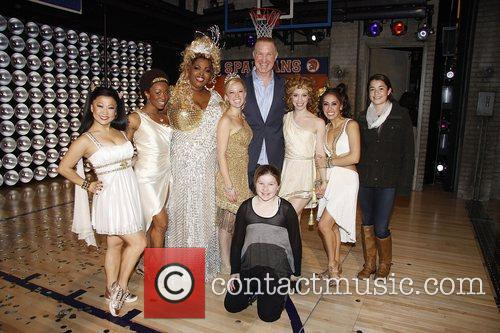 Chris Mullin and his daughters with the ladies...