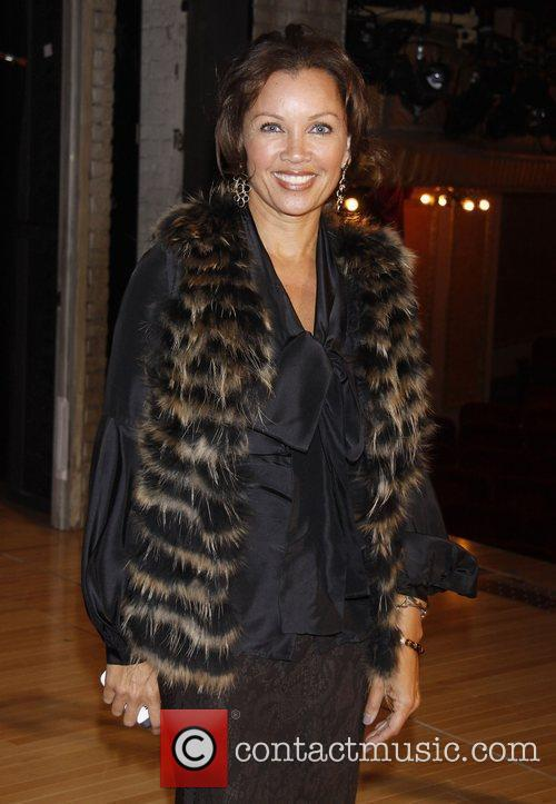 Vanessa Williams  Backstage visit with the cast...