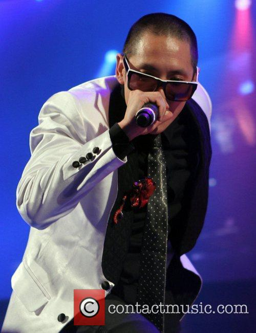 Far East Movement and Macy's 15