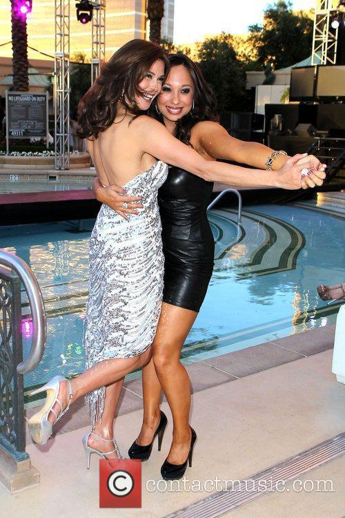 Teri Hatcher and Cheryl Burke 4