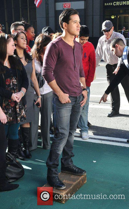 Mario Lopez films for entertainment television news programme...