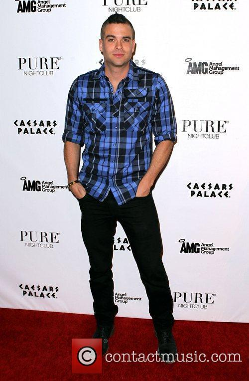 Hosts an evening at Pure Nightclub at Caesars...