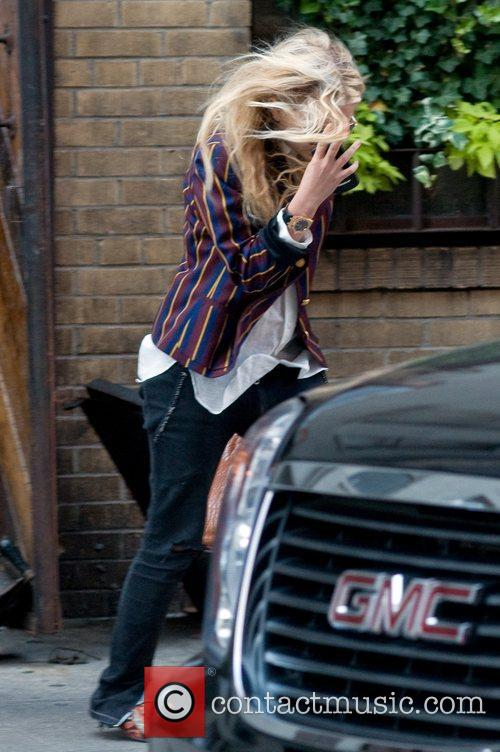 Hides her face from paparazzi whilst out and...
