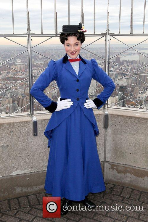 Star of 'Mary Poppins' lights the Empire State...
