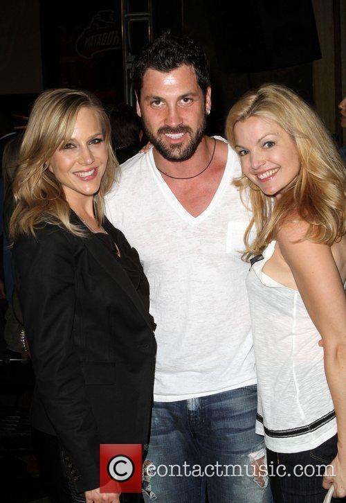Julie Benz, Clare Kramer and Maksim Chmerkovskiy 2