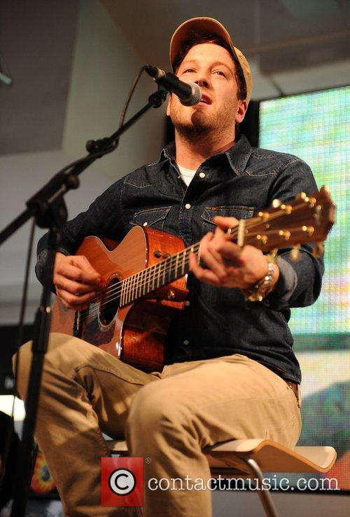 Matt Cardle performs a free acoustic show and...
