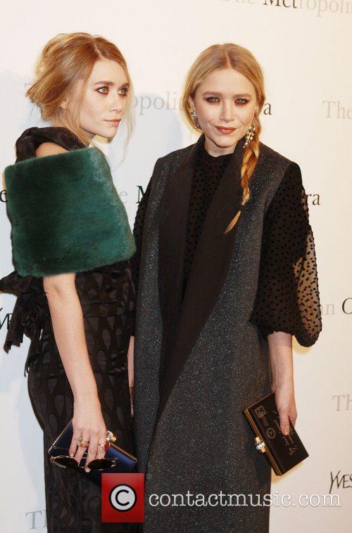Mary Kate Olsen and Ashley Olsen 4