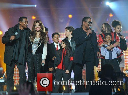 La Toya Jackson and Yolanda Adams 4