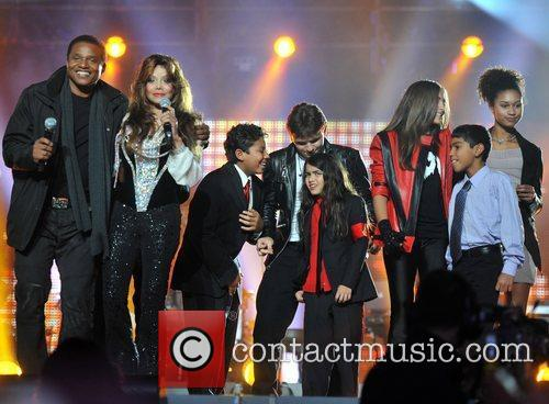 La Toya Jackson and Yolanda Adams 7