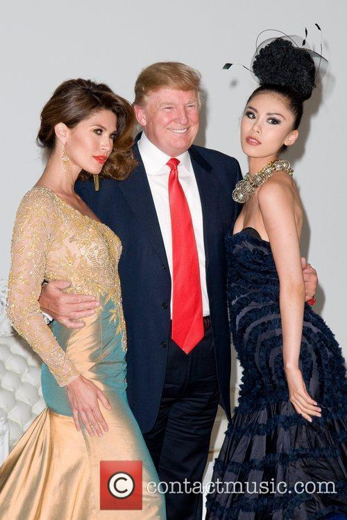 Donald Trump - Donald Trump poses with former Miss Universe Winners ...
