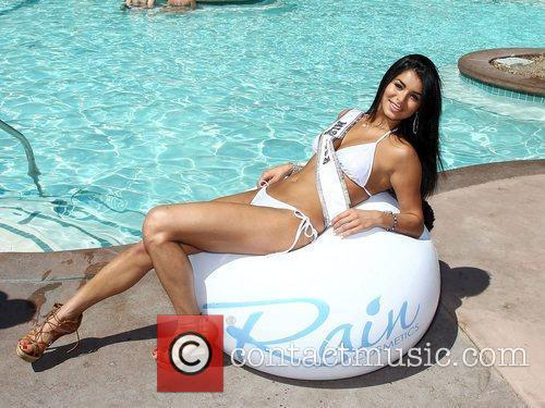 Rima Fakih and The Flamingo 10