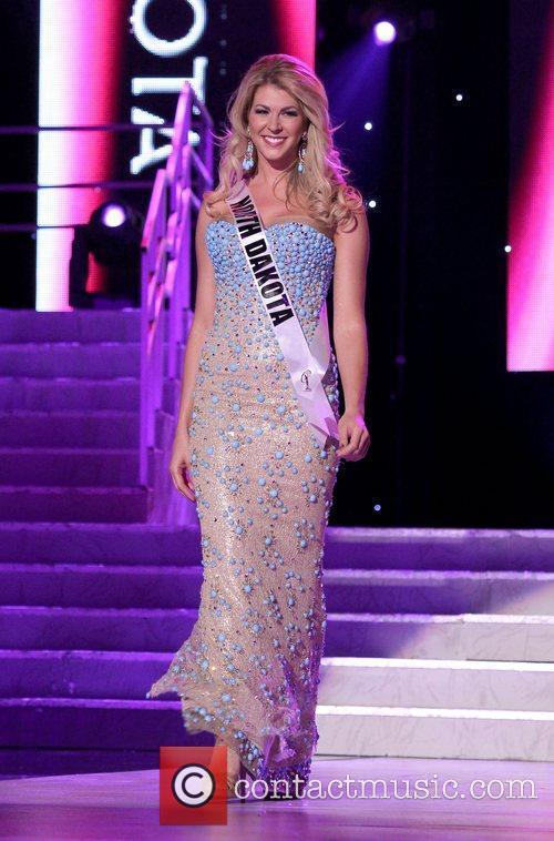 Miss North Dakota USA Brandi Schoenberg  2011...