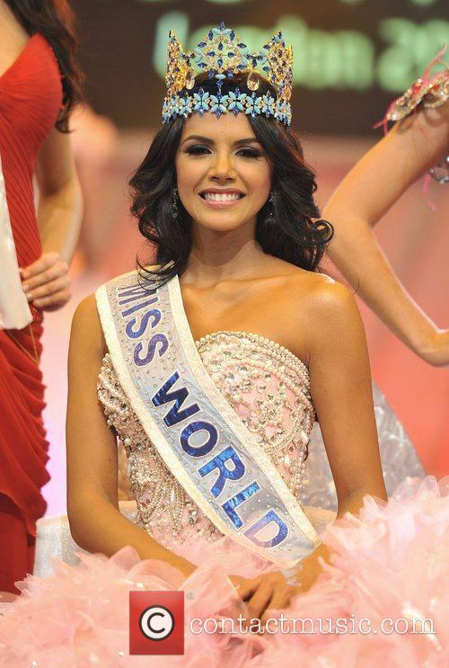 Miss Venezuela, Ivian Lunasol Sarcos Colmenares (C) is...