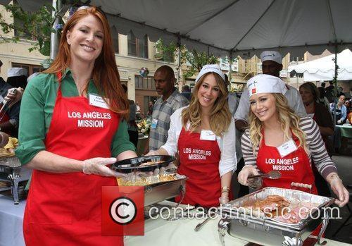Angie Everhart, Haylie Duff and Hilary Duff 11