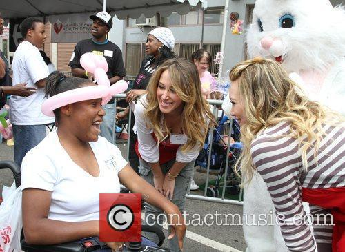 Haylie Duff and Hilary Duff 2