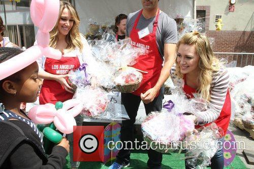 Haylie Duff and Hilary Duff 8